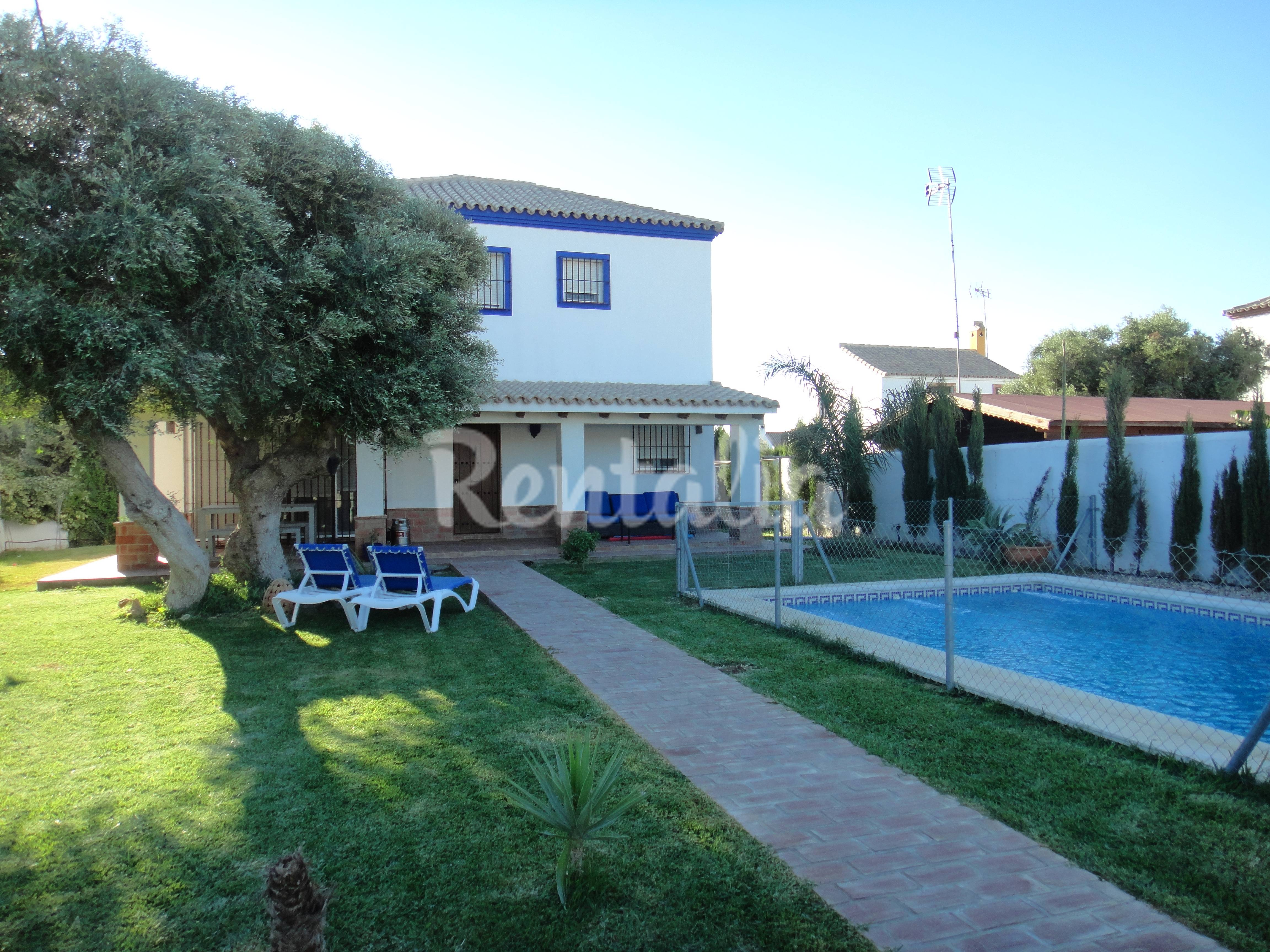 Casa con piscina privada parcela de 500 m2 zahora for Casas con piscina privada en cadiz