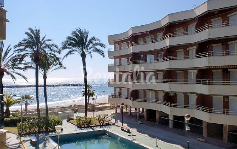 10 apartamentos en primera linea de mar con piscina for Piscina cambrils
