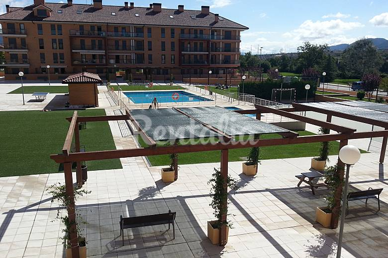 Con encanto nuevo con piscina parking privado jaca for Piscinas huesca