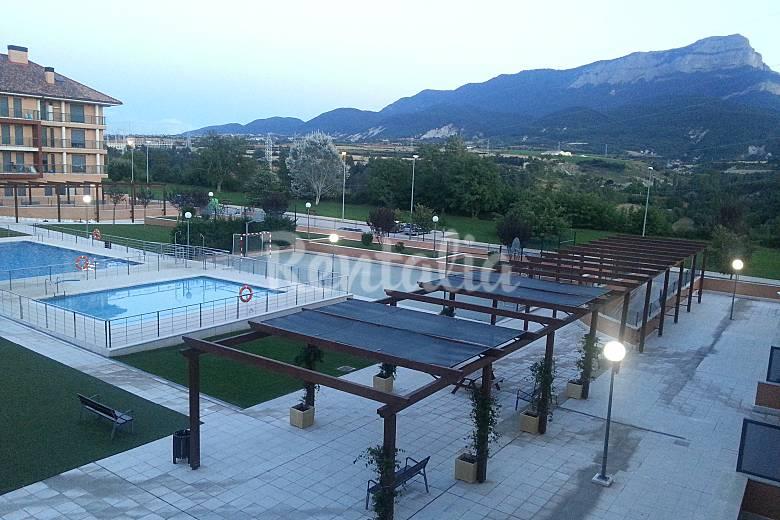 Con encanto nuevo con piscina parking privado jaca for Piscina jaca
