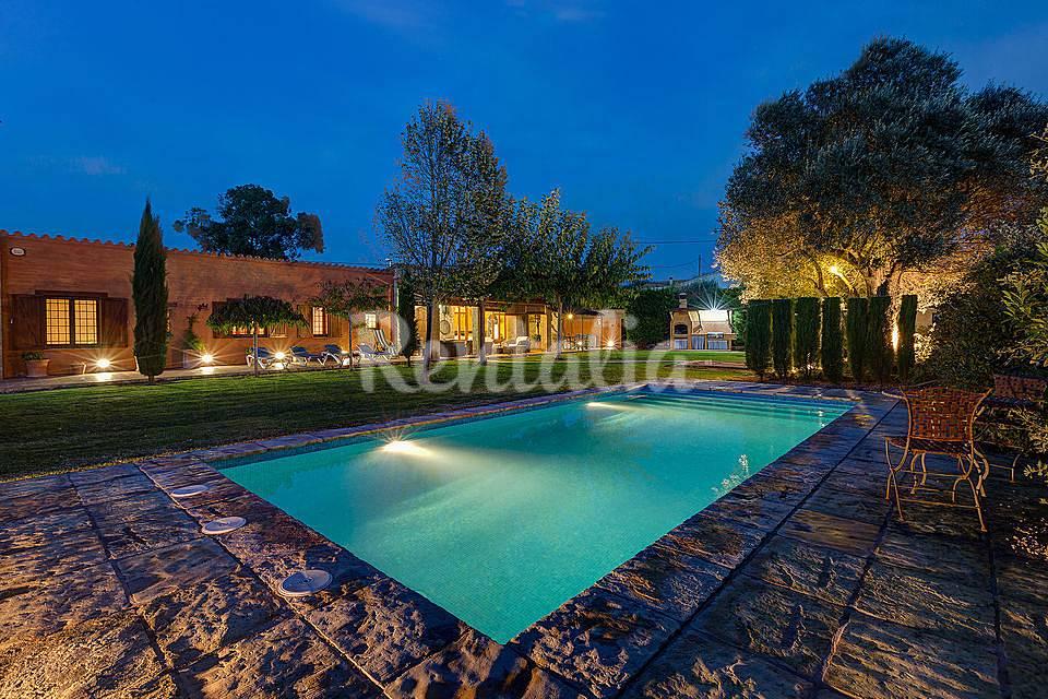 Casa de piedra con gran jard n y piscina la sala foix for Piscina jardin girona