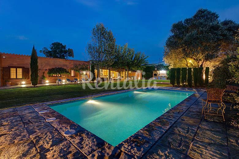 Villa de 3 chambres avec piscine et grand jardin la sala foix g rone empord for Grand jardin en friche
