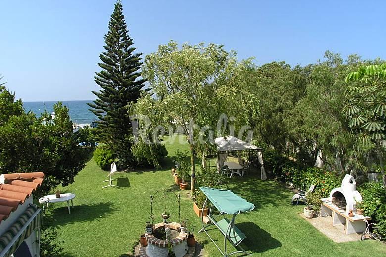 Junto al mar casa adosada a la principal carchuna for Casa jardin restaurante