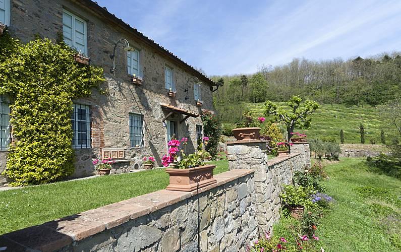 Villa te huur met zwembad petrognano capannori lucca - Buiten villa outs ...