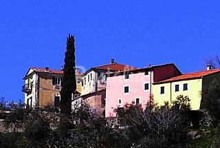 4 Apartments with swimming pool La Spezia