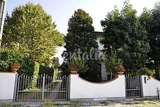 Casa con 4 stanze a 700 m dalla spiaggia Lucca