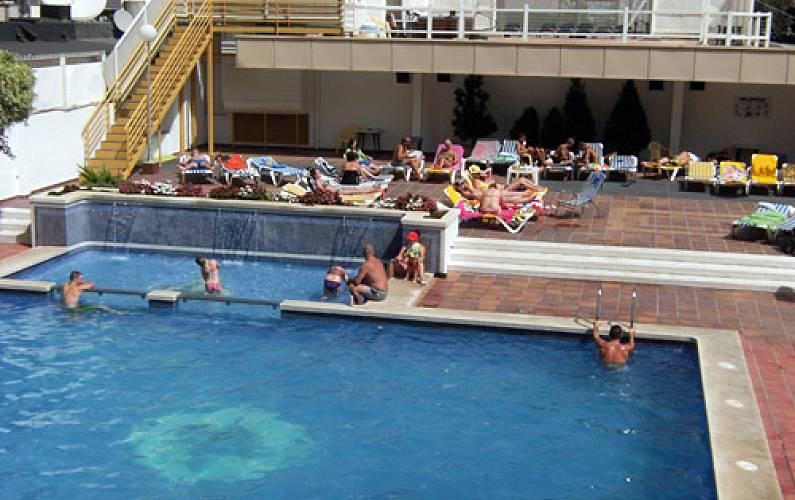 5 appartements pour 4 7 personnes 100 m de la plage for Chauffage piscine russe