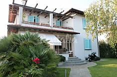 Casa con 4 stanze a 2 km dalla spiaggia Lucca
