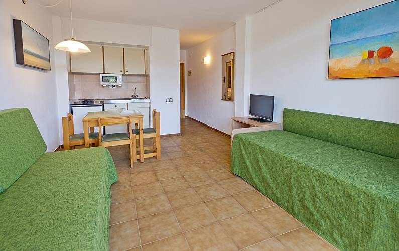 6 modernos apartamentos con piscina cerca de playa tossa for Aparthotel jardin del mar