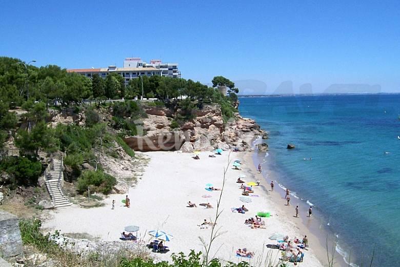 Apartamento en alquiler a 200 m de la playa miami playa for Apartamentos jardin playa larga tarragona