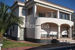 Villa con piscina, a 500 m de la playa  Tarragona