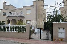 Casa-Chalet de 4 habitaciones a 1.8 km de la playa Alicante