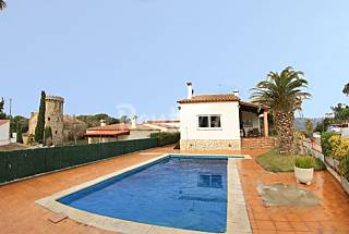 Bonita Villa Perdiu con piscina, terraza, barbacoa Girona/Gerona