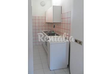 Apartamento en alquiler a 100 m de la playa marcelli - Ancona cocinas ...
