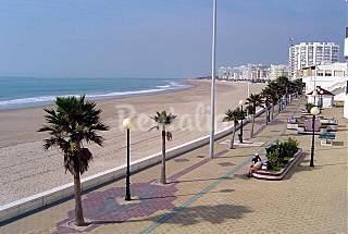 Piso 4-6p con garaje. 100m d la playa. Zona centro Cádiz