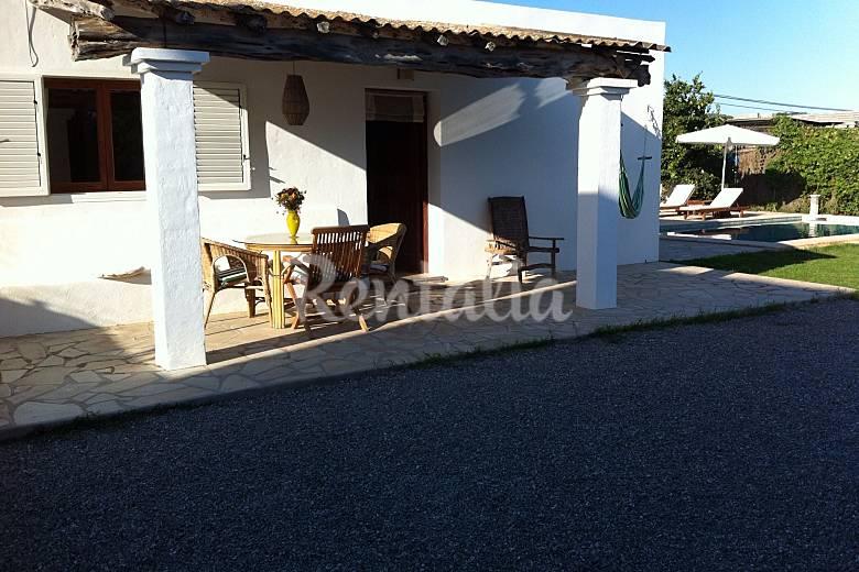 Casa de 2 habitaciones con jard n y piscina santa for Ciudad jardin ibiza
