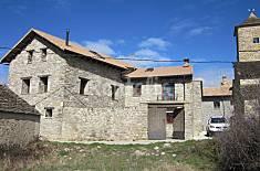 Casa de piedra con patio. Huesca