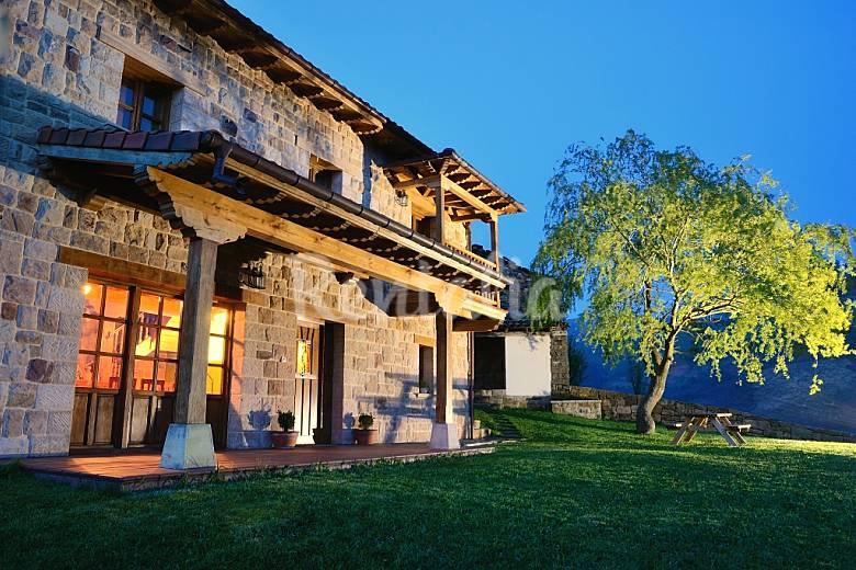 Casa En Alquiler Con Jard N Privado Bustantegua Selaya