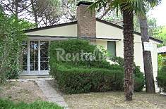 Villa for 7-8 people only 400 meters from the beach Udine