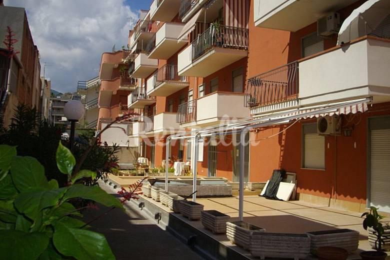 Appartamento per 2 persone a 100 m dalla spiaggia santa teresa di riva messina sud italia - Casa della moquette messina ...