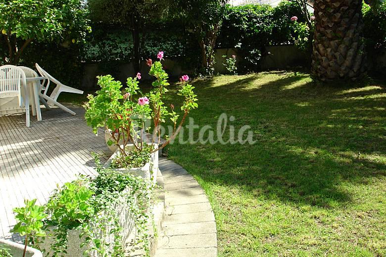 Somo la fuente piso de 2hab con jardin de 100m2 somo for Jardin 100m2