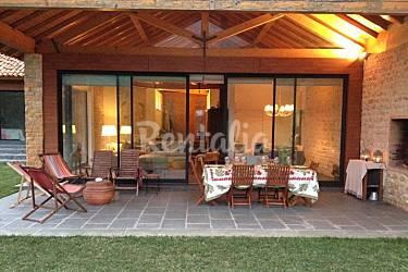 Casa de campo con estilo cerca de hermosas playas s o for Fotos de terrazas de casas de campo