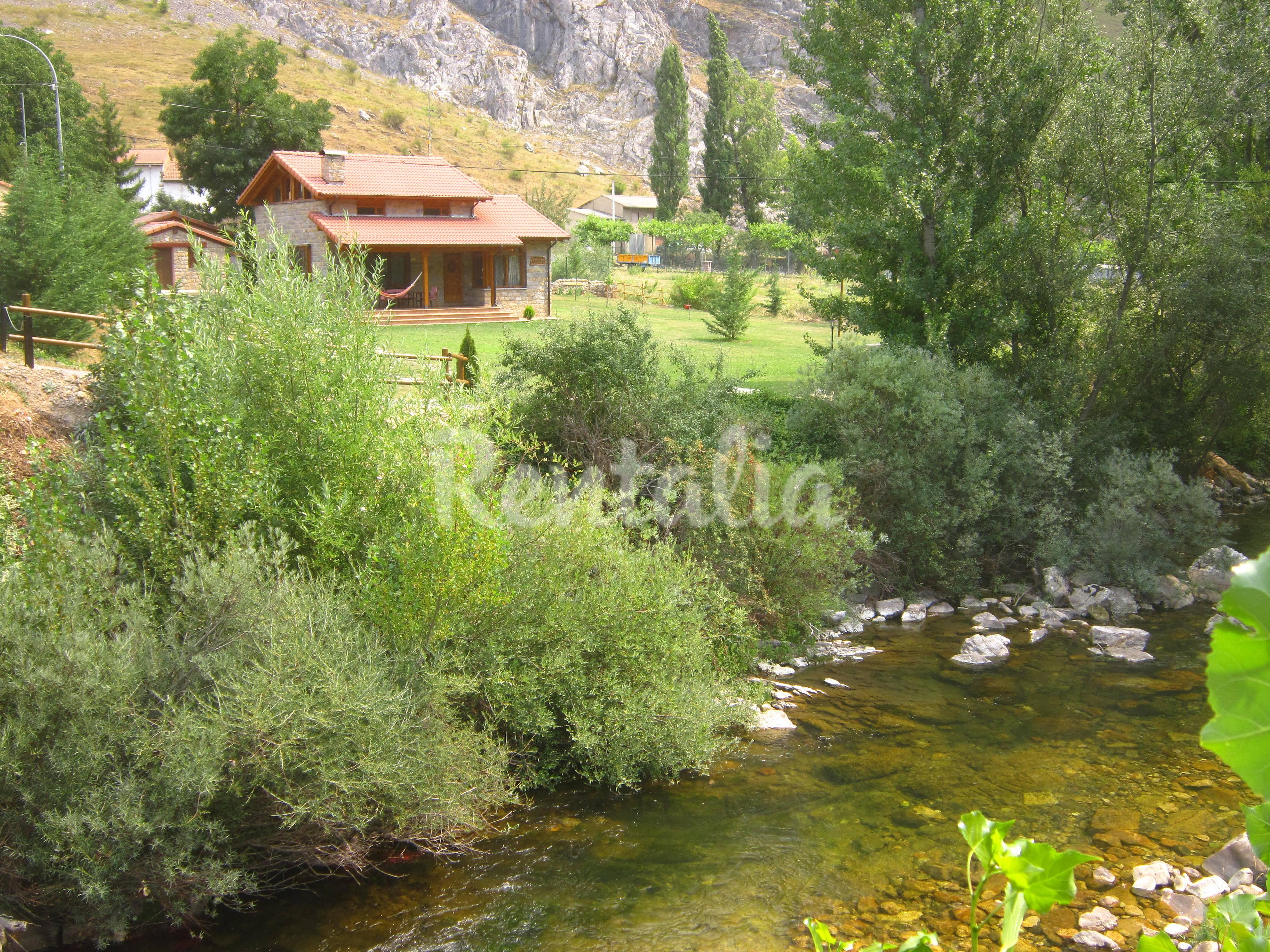 Casa en alquiler con jard n privado montuerto for Casa con jardin barcelona alquiler