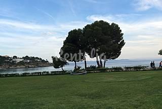 Apto.planta baja con jardin a pie de playa 4-6 per Girona/Gerona