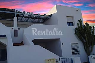 Casa a 100 m de la playa. Preciosas vistas al mar Almería