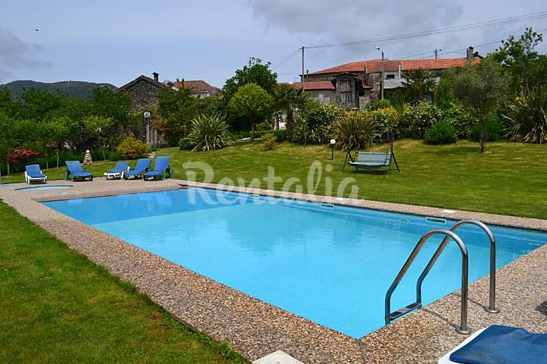 Casa de f rias com jardim piscina e internet rossas for Piscina y jardin mallorca