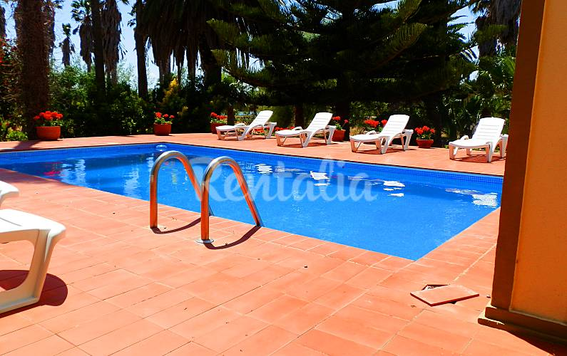 Villa pour 15 personnes 6 km de la plage riumar for Chauffage piscine russe