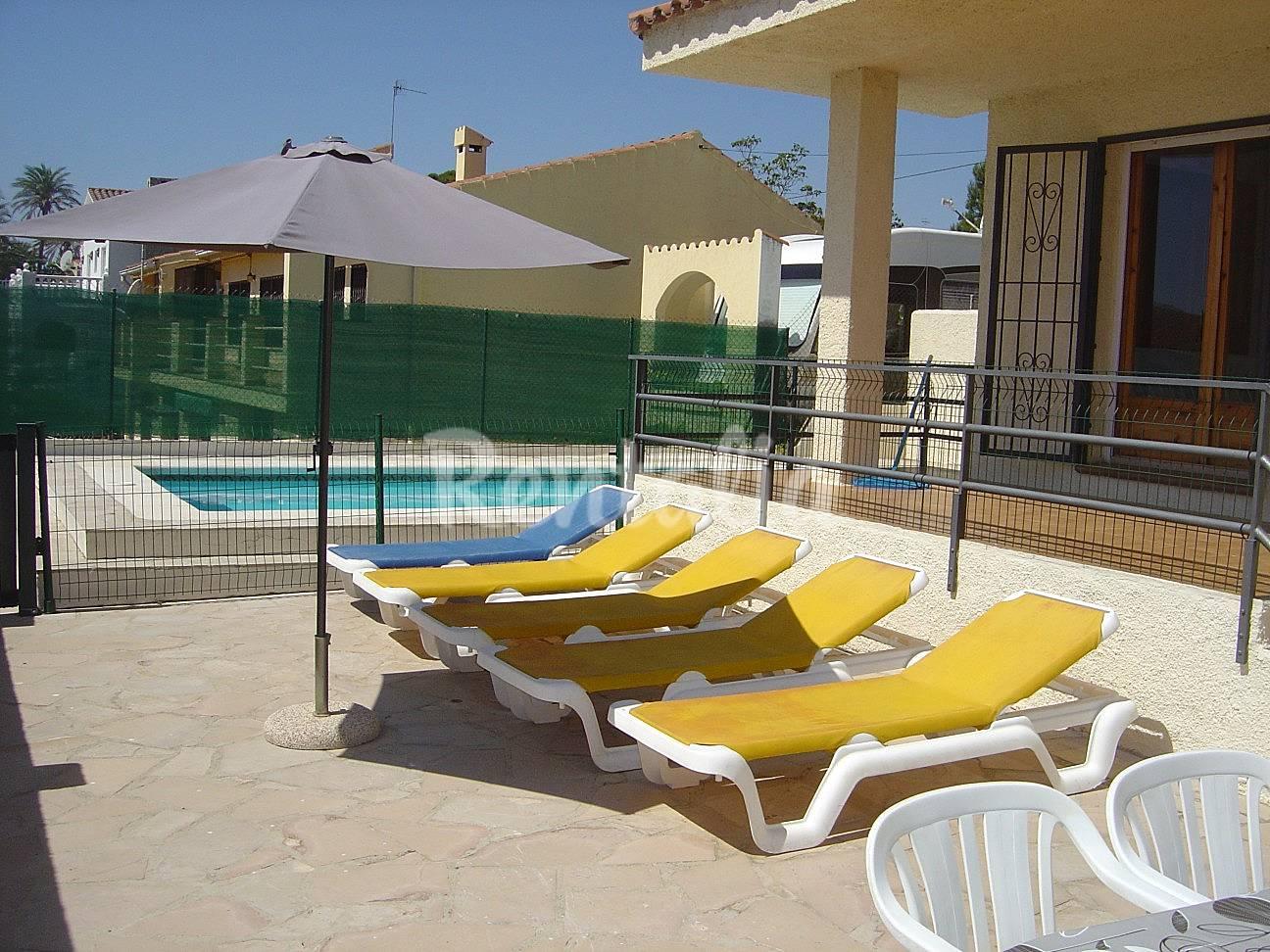 Alquiler vacaciones apartamentos y casas rurales en l for Alquiler casa rural piscina privada