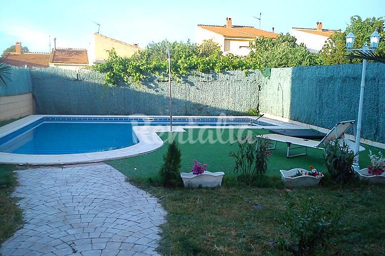 Casa en alquiler con piscina el casar de escalona toledo for Alquiler de casas con piscina