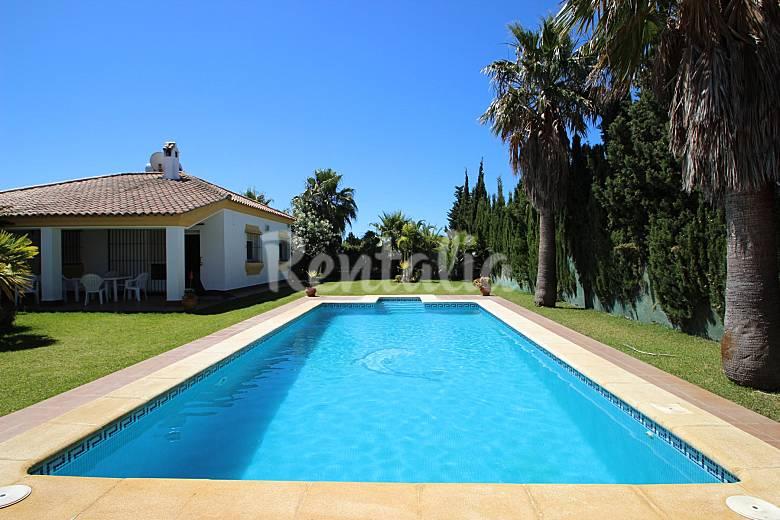 2 casas con piscina privada cerca de la playa conil de for Casas con piscina jerez de la frontera