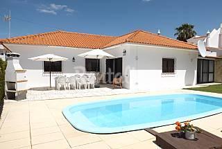 V4 (6-10 p.), com piscina, wifi, a 800 m da praia Algarve-Faro