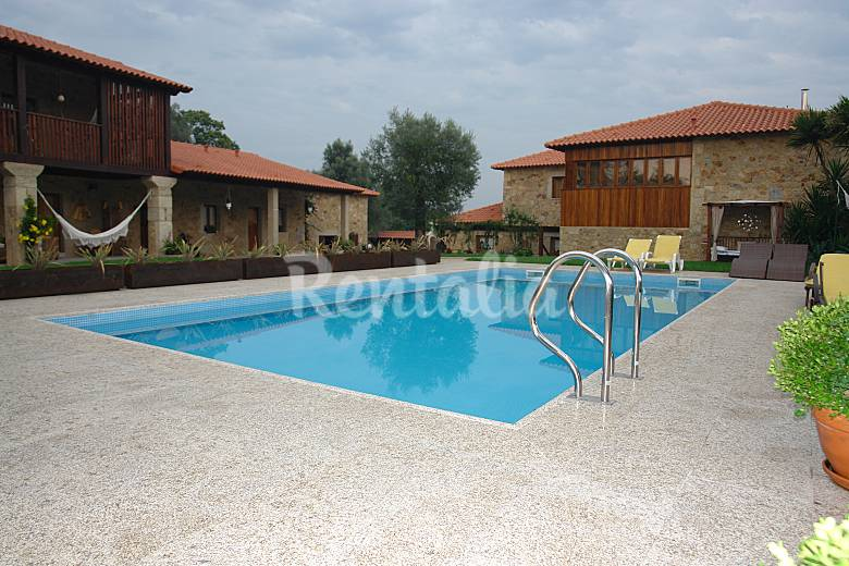 Casa para 10 12 personas con piscina barreiros amares for Casa rural para 15 personas con piscina