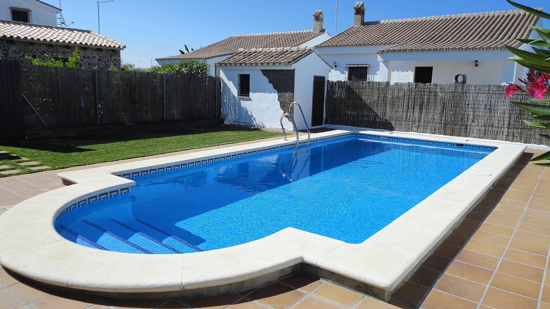 Casas con piscina comunitarias terraza privada conil de for Casas con piscina en conil