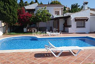 House in beautiful housing estate with pool Granada