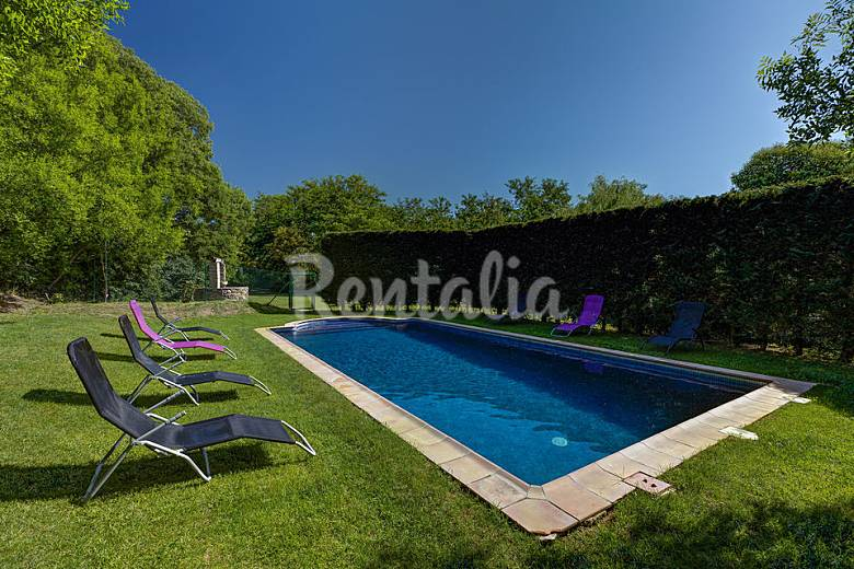 Finca con masia gran jardin y piscina veinat del regas for Piscina jardin girona