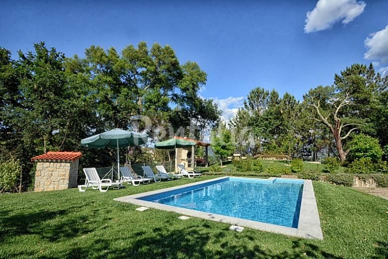 Camelias de basto turismo rural casa para 10 12 for Casa rural para 15 personas con piscina