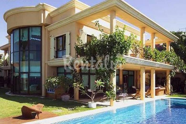 Villa con maravillosas vistas al mar san agustin san - Villas en gran canaria con piscina ...