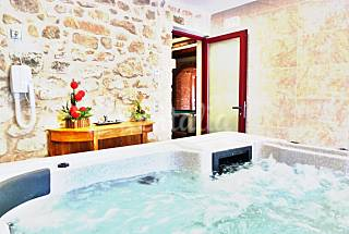House for 13-16 people with pool and jacuzzi Lerida