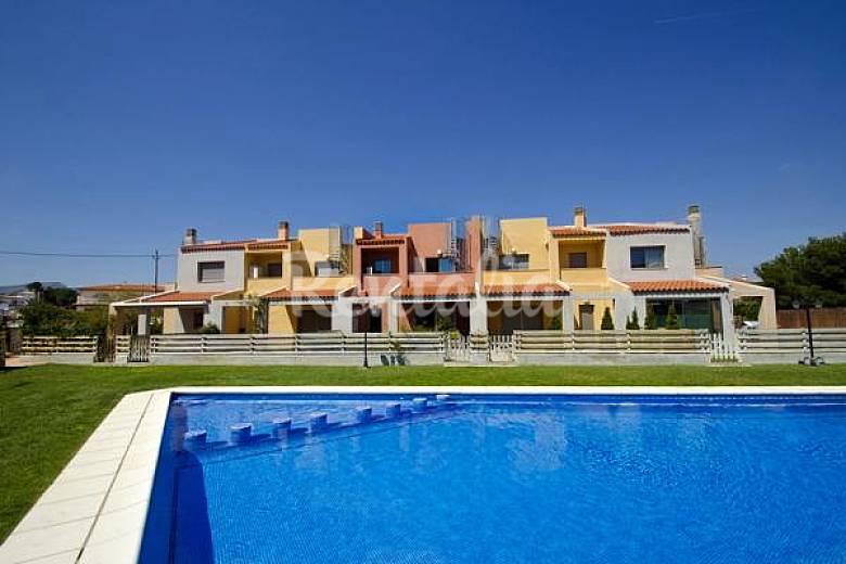 Bonita casa con piscina en miami playa miami playa mont for Apartamentos jardin playa larga tarragona
