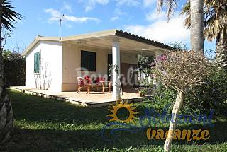 Villa with garden near the beach Ragusa