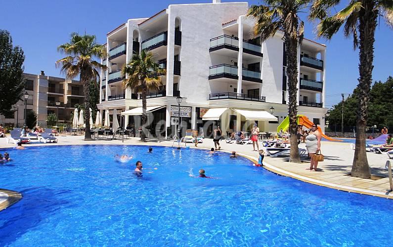 Apartamentos en primera l nea con piscina vilafortuny for Piscina cambrils