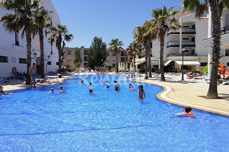 Apartamentos en primera l nea con piscina vilafortuny - Camping con piscina climatizada en tarragona ...