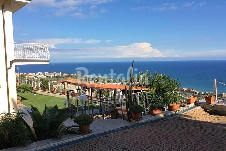 Villa in affitto a 1500 m dalla spiaggia albenga savona for Piani di bungalow di 1500 m