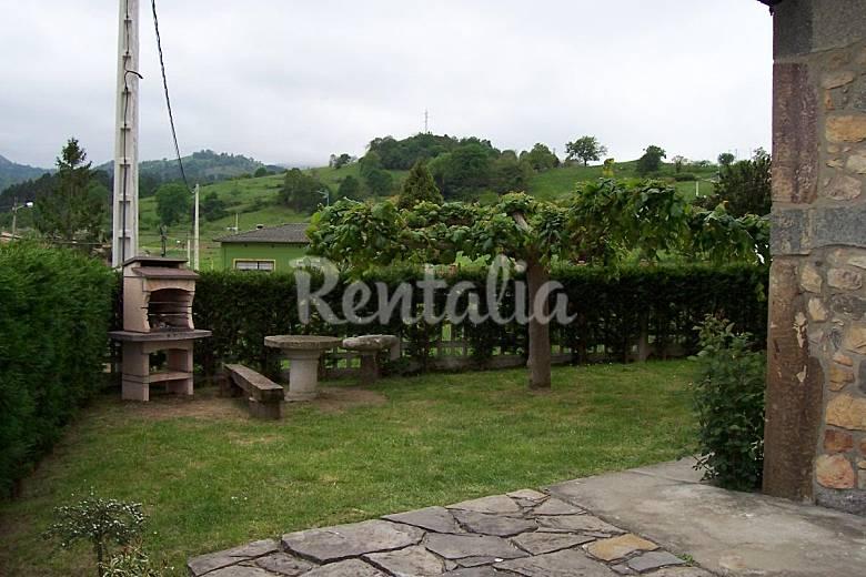 Casa para 7 10 personas con jard n privado sevares for Casa jardin asturias
