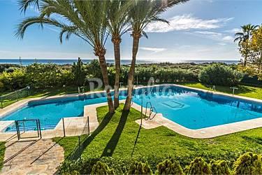 Apto situado a 15m de la mejor playa de marbella for Piscina publica malaga