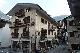 Apartment in the pedestrian centre of Courmayeur Aosta